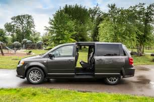 Chrysler Minivan Models Chrysler Minivans Celebrate 30 Years With Special Edition