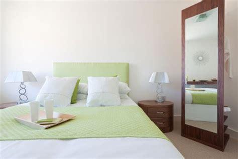 how to be great in bed espelho de quarto comum e infantil decora 231 227 o para im 243 veis