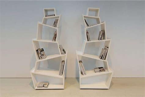 librerie bianche librerie verticali di design foto nanopress donna