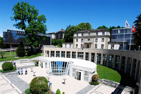 From Biglaw To Mba by Mba Rankings Top Schools For Leadership Bloomberg