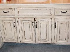 how to distress bathroom cabinets 1000 images about ideas para ba 241 o on bathroom
