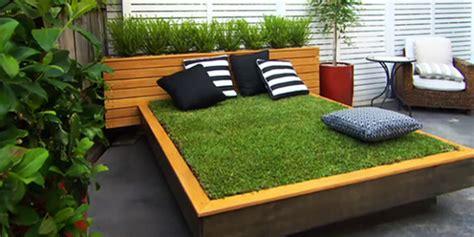 gartengestaltung mit gräsern diy bett aus paletten und gras im garten anlegen coole