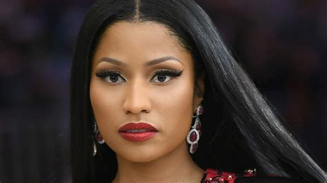 nicki minaj photos nicki minaj pays fans tuition and school expenses in a