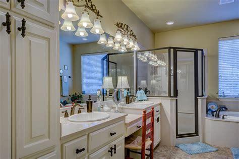 illuminare il bagno come illuminare il bagno di casa o dell ufficio