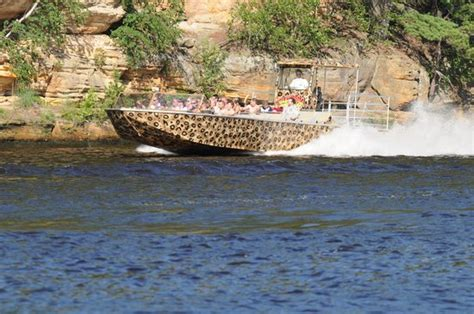 jet boat wisconsin dells wildthing jet boat touring rock formations picture of