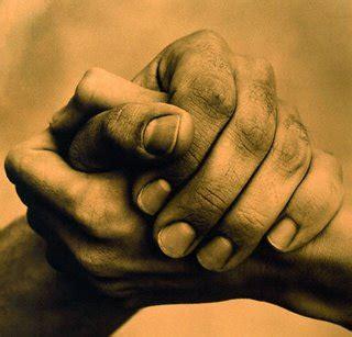 imagenes de jesus ayudando manos ayudando marco beteta