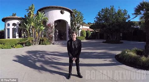 howie mandel house roman atwood tps howie mandel s mansion with 4 000 rolls of toilet paper daily mail