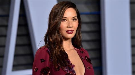 what is a n mun hairstyle olivia munn gets perm to add body to her flat hair