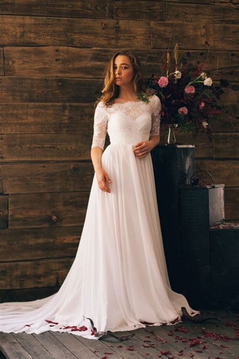 Simple Wedding Gowns With Sleeves by Best 25 Plus Size Wedding Ideas On Plus Size