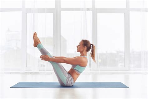 boat pose advanced 6 minute beginner yoga workout for complete core strength