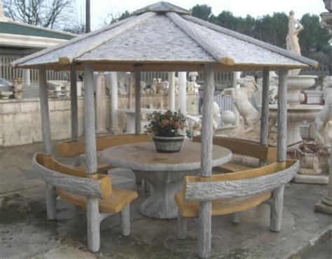 panchine legno gazebo effetto legno con tavolo panchine e fioriere arredo