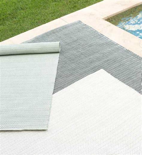outdoor teppich blau outdoor teppich herringbone hellblau im greenbop