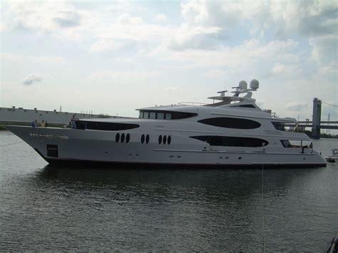 yacht lady sura a trinity superyacht charterworld - Yacht Surat