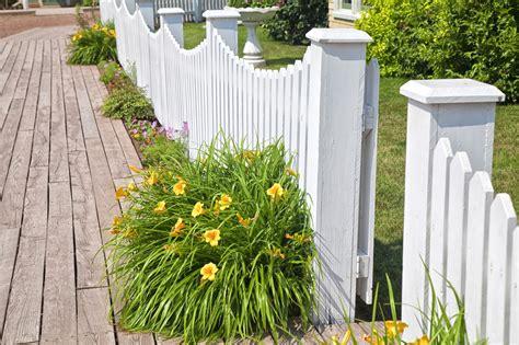 barrieres jardin les types de barri 232 res pour un jardin le comparatif