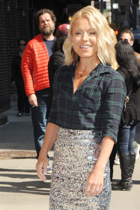 kelly ripa new home 2015 kelly ripa arrive to appear on the late show with david