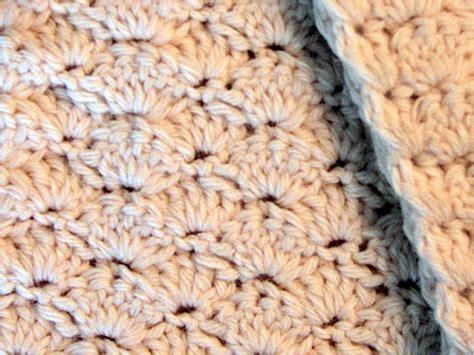 bella dia cream shell stitch crochet scarf