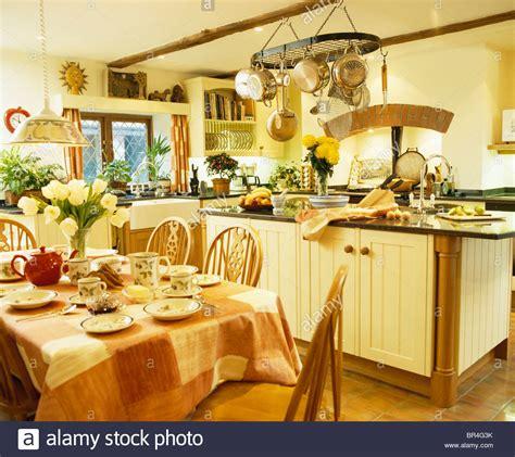 kitchen island sinkt kitchen neutral neutrals island unit stockfotos kitchen