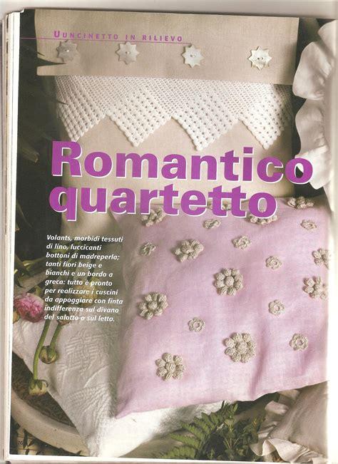 cuscini uncinetto schemi cuscino con fiori e applicazioni schema uncinetto 1