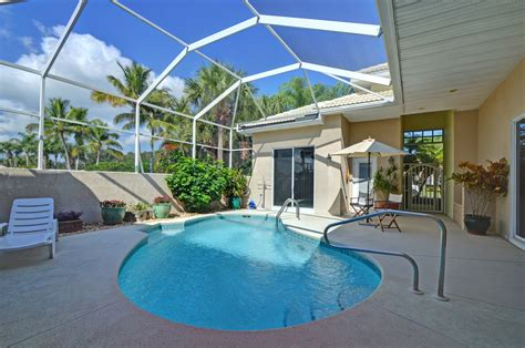 florida house plans with courtyard pool photos hgtv spanish style home wraps around pool clipgoo