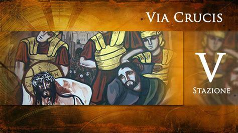 aiuto gesu a portare la croce via crucis v stazione ges 249 232 aiutato dal cireneo a
