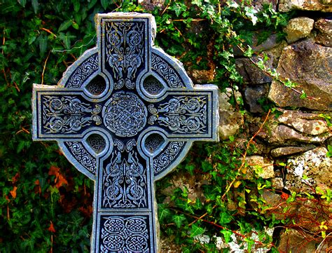 celtic and irish omaimon paradosis the cross and the the pagan