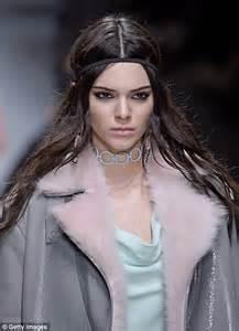 hanna f model nipple slip gigi hadid suffers a nip slip on the runway for versace at