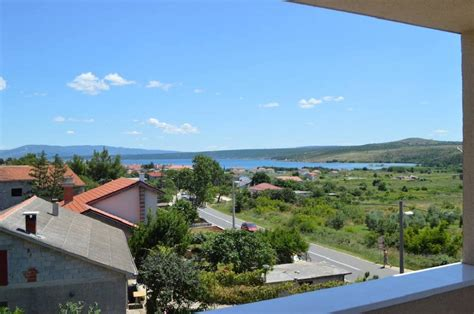 wohnung in kroatien posedarje dalmatien modernes appartement mit balkon