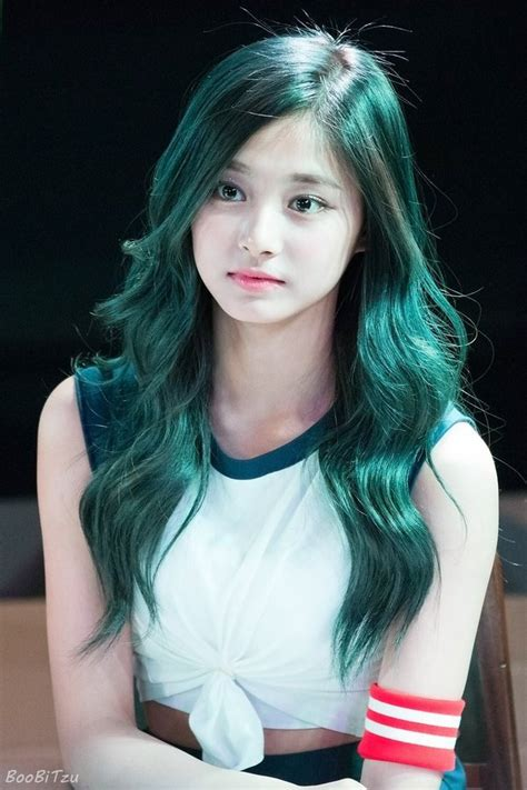 blue new hairdo ツウィ かわいい