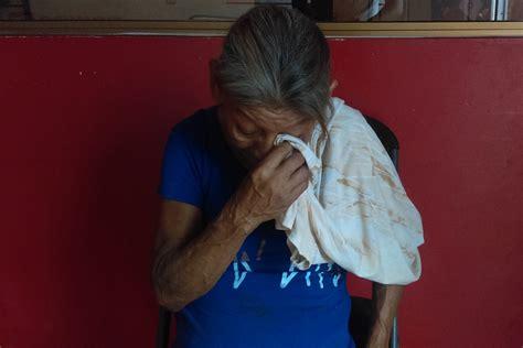 madre le pide ayuda a su hijo y se la coje le pide ayuda a su hijo pide madre apoyo para gastos f 250