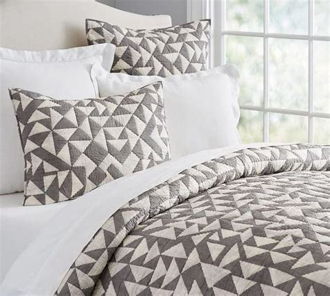 triangle bedding triangle print quilt and sham in white and grey