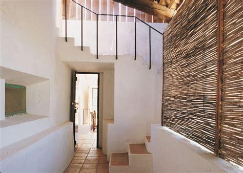 decoracion de pasillos de escaleras el pasillo y las escaleras casa y co