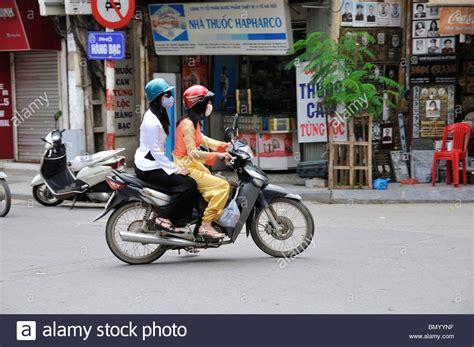 Motorrad Bilder Frauen by On Motorbike Quarter Stockfotos On