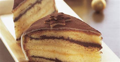 weihnachtliche kuchen rezepte weihnachtliche torte mit marzipan rezept eat smarter