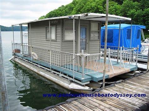 should i buy a used pontoon boat best 25 pontoon houseboat ideas on pinterest buy a boat