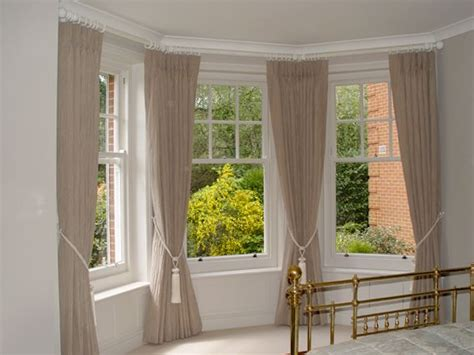 how to put curtains on bay windows 25 best ideas about window drapes on pinterest bedroom