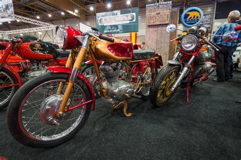 Ducati Retro Motorrad by Retro Motorr 228 Der Ducati 175 Vordergrund Und Moto Guzzi