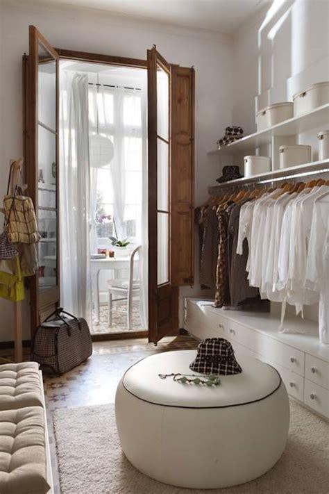 kleiderschrank organisieren wie kann ich meinen kleiderschrank richtig organisieren