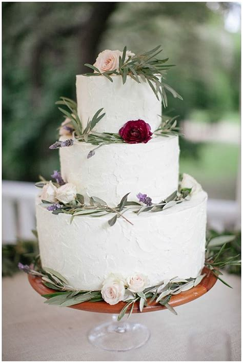 Winter Wedding Cakes by Our Favorite Winter Wedding Cakes Weddings Ideas From