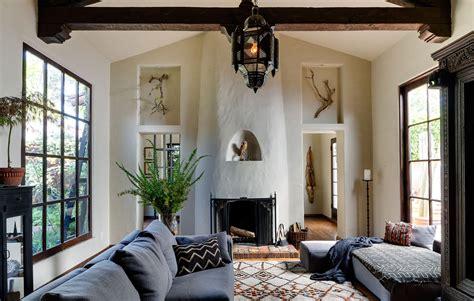 california style home decor 楽しさと可愛らしさ 窓とニッチで至るところに遊び心満載の家 住宅デザイン
