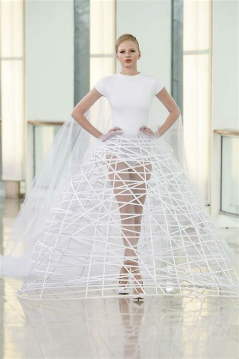 20 Unusual Wedding Dresses For Your Beautiful Wedding Look