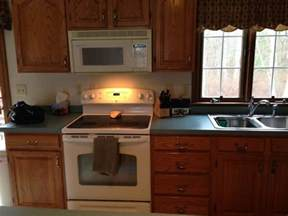 Best Color Countertop For Oak Cabinets by What Color Laminate Countertop To Go With Oak Cabinets