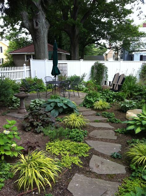 design for small front and back yards