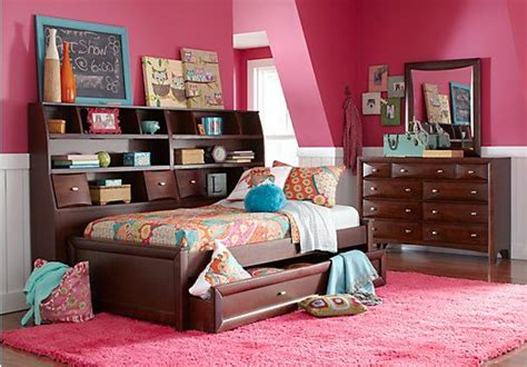 rooms to go bookcases picture of ivy league cherry 7 pc full daybed bedroom from