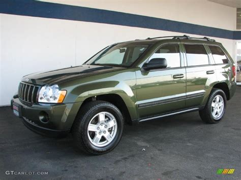 green jeep cherokee 2007 jeep green metallic jeep grand cherokee laredo 4x4