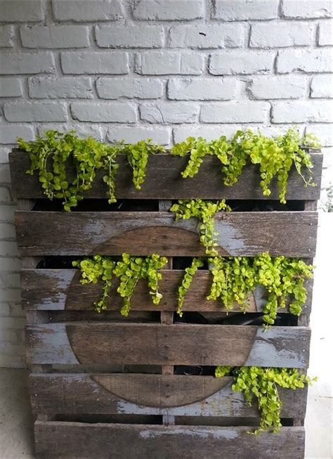 How To Make A Backyard Putting Green 5 Diy Vertical Pallet Planters 99 Pallets