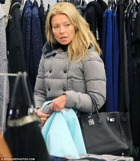 kelly ripa goes make up free as she arrives home after fronting kelly ripa lets her guard down as she goes make up free on
