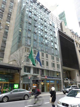 which hotels have a view of rocksfeller center tree 外観 picture of the facing rockefeller center new york city tripadvisor