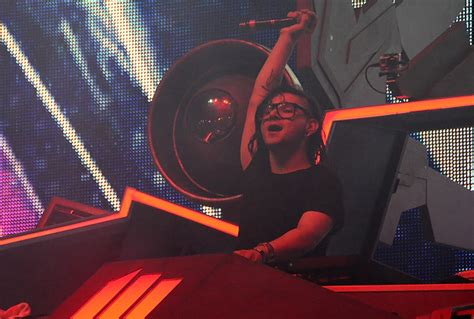 skrillex zoo skrillex diplo pretty lights send shockwaves through