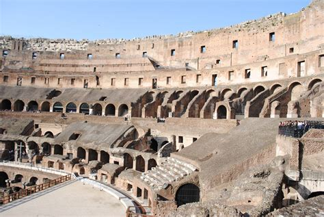interno roma file interno colosseo jpg wikimedia commons