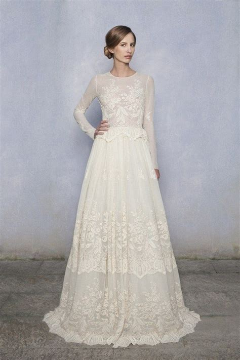 The Elegance of Lace Long Sleeve Wedding Dress   iPunya